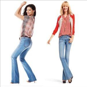 CAbi Malibu Flare Jeans Light Vintage Wash 6 x 31